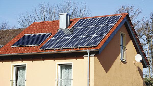 O státní peníze na fotovoltaiku zatím lidé příliš nestojí.