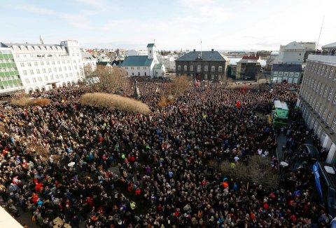 Demostrace proti islandskému premiérovi Sigmunduru Gunnlaugssonovi
