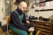 Obuvnické firmy odmítají zakázky kvůli nedostatku zaměstnanců. Lidé z úřadu práce jsou nepoužitelní, situaci by vyřešili Ukrajinci, říkají