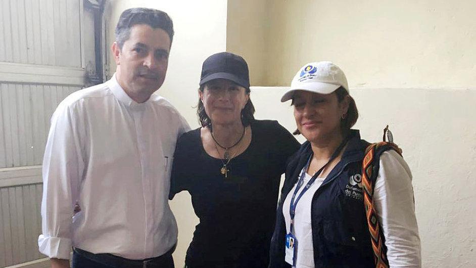 Španělská novinářka Salud Hernándezová-Moraová (uprostřed).