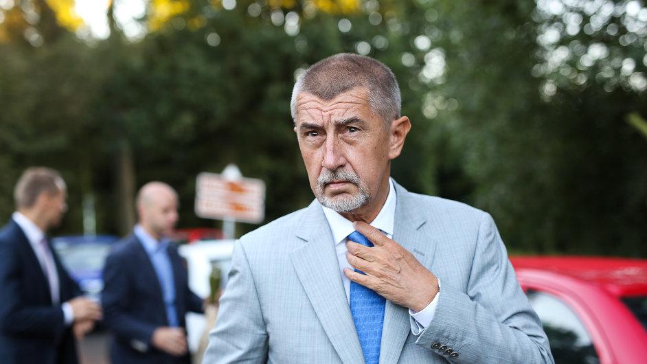 Babiš v Letech uctil památku romských obětí bývalého tábora.
