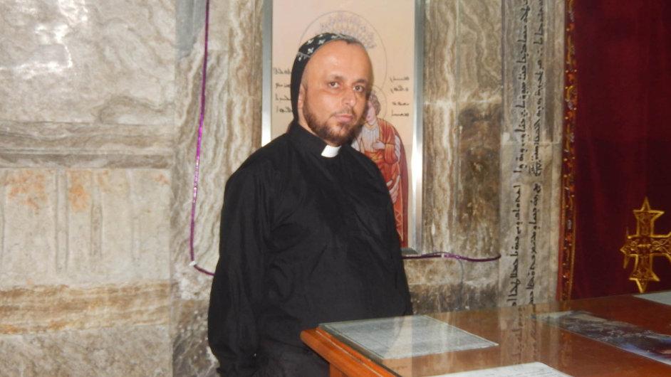 Otec Thomas z kláštera Mar Mattai, výspy křesťanství na pomezí Islámského státu.