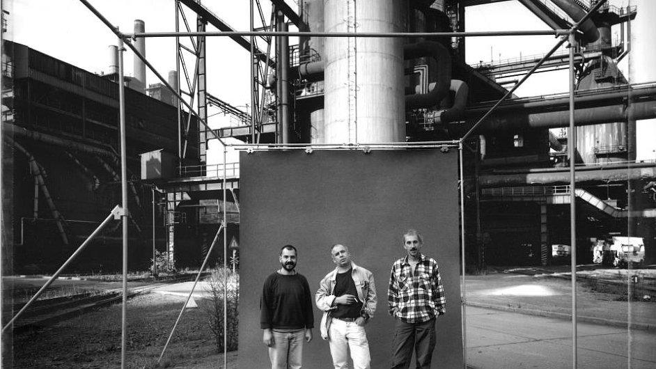 Autoři cyklu Český člověk: roku 2001 zesnul Ivan Lutterer (vlevo), vloni Jiří Poláček (vpravo) a letos Jan Malý (uprostřed). Snímek pochází z roku 1996.
