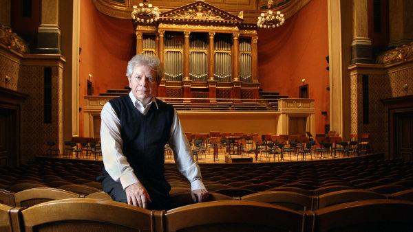 Na snímku z Dvořákovy síně Rudolfina je Jiří Bělohlávek v září 2012, krátce před zahajovacím koncertem své první sezony v roli šéfdirigenta České filharmonie.