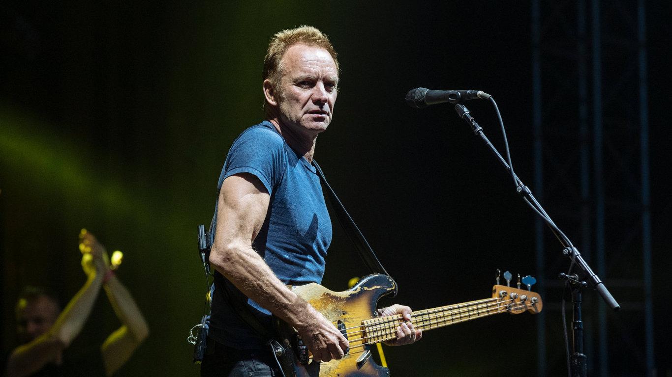 Snímek z vystoupení Stinga.