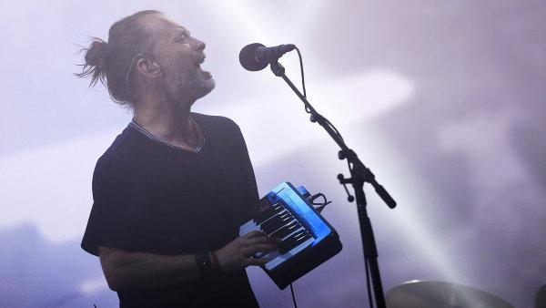 Snímek z vystoupení Radiohead na festivalu Glastonbury.