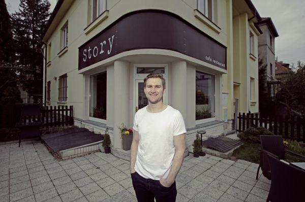 Michal Černý a jeho podnik Story. Foto: Libor Fojtík HN
