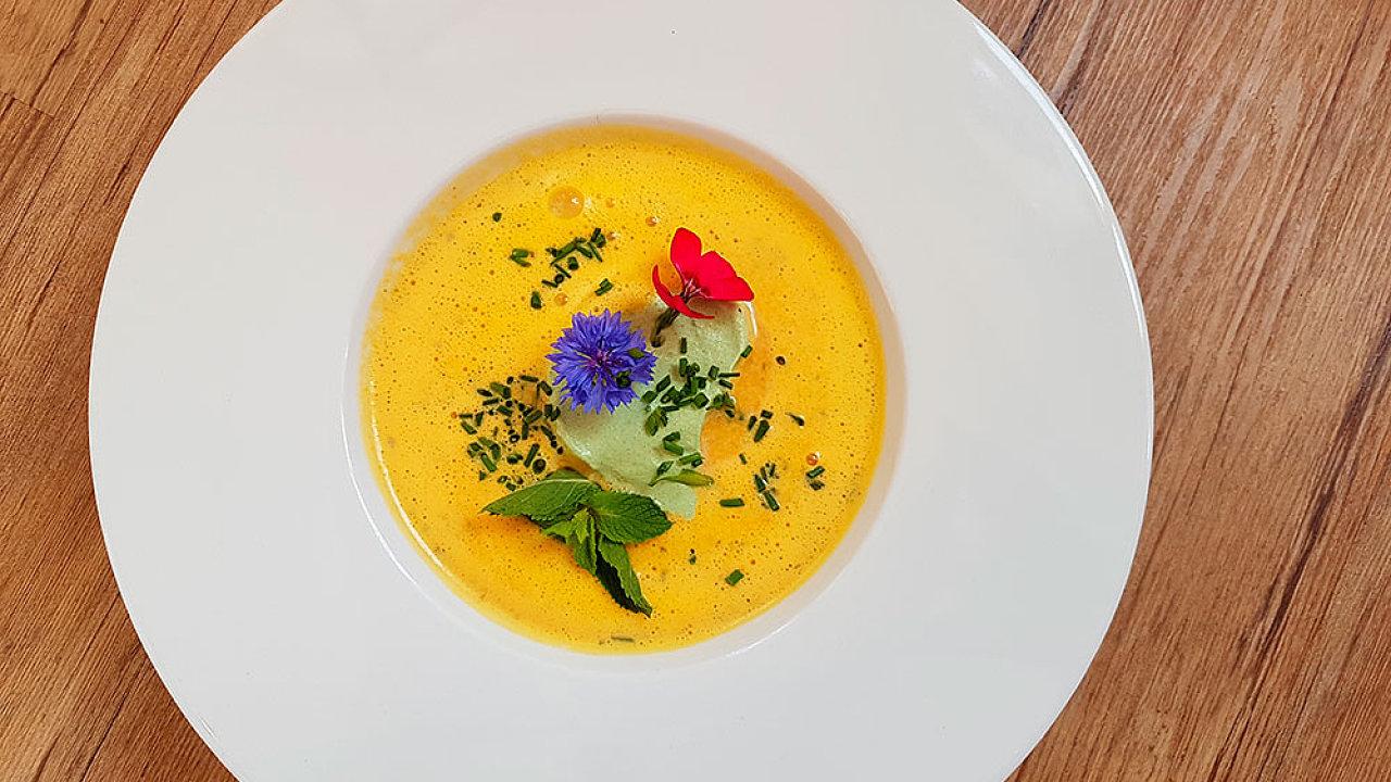 Mrkvová polévka ovoněná citrusy