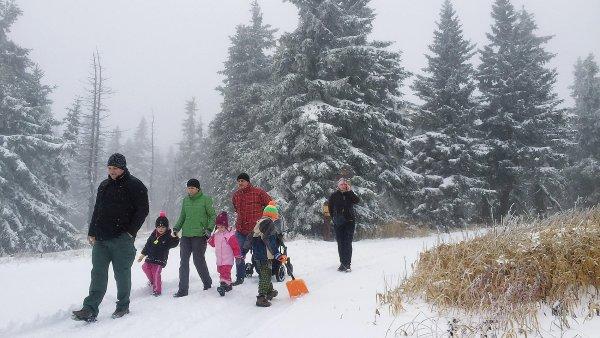 V Krkonoších, kam se v těchto dnech vydávají tisíce lidí oslavit příchod nového roku, byl vyhlášen druhý lavinový stupeň.