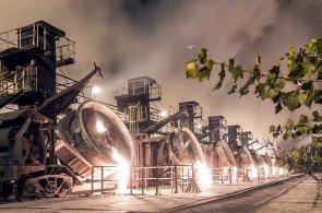 V Ostravě se ročně vytaví přes dva miliony tun surového železa. Podívejte se, jak z něj vyrábí ocel