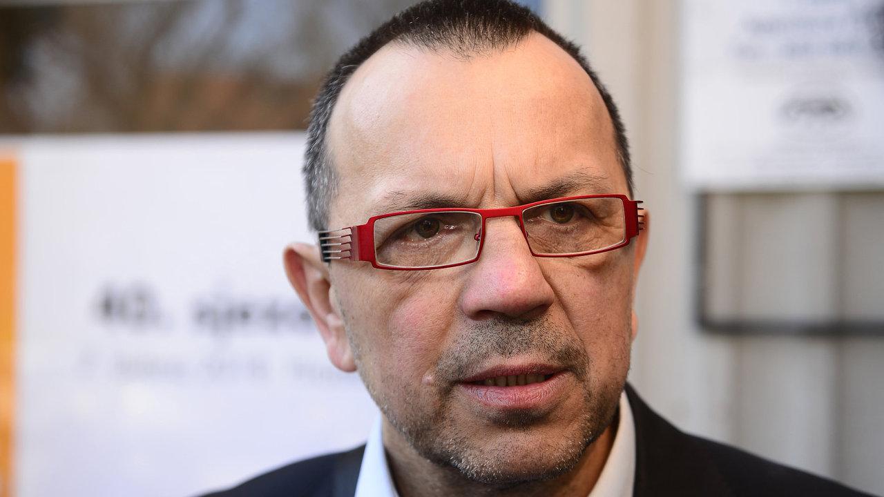 Vyloučení podnikatele Petra Trabalky z řad ČSSD oznámil místopředseda strany Jaroslav Foldyna.