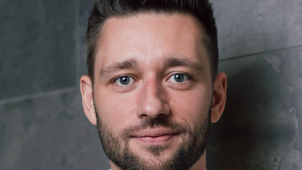 Juraj Felix nastupuje doTV Mall Group.