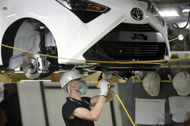 Česko je pro zahraniční investory lákavou destinací. Například japonské firmy zde investovaly desítky miliard v oblasti autoprůmyslu. Na snímku produkce vozů Toyota Aygo v kolínské automobilce TPCA.