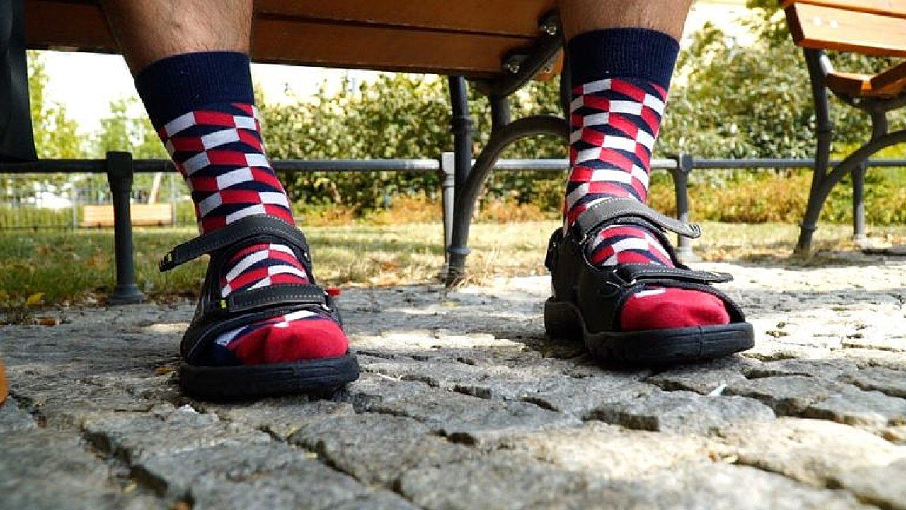 Zdravotní pantofle a krásné severské podkolenky jsou podle módní redaktorky a stylistky Kláry Klempířové cool.