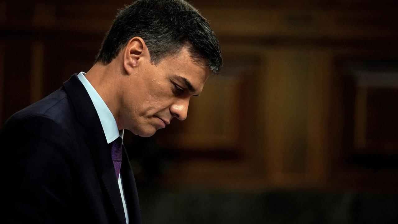 Kromě rozpočtu apomalejšího tempa růstu má španělský socialistický premiér Pedro Sánchez starosti isřízením svého kabinetu. Premiéra oslabují demise ministrů.