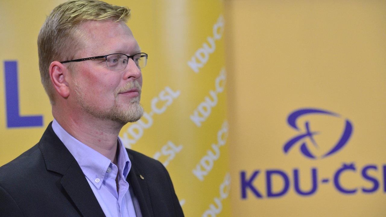 Pavel Bělobrádek ve volebním štábu KDU-ČSL.