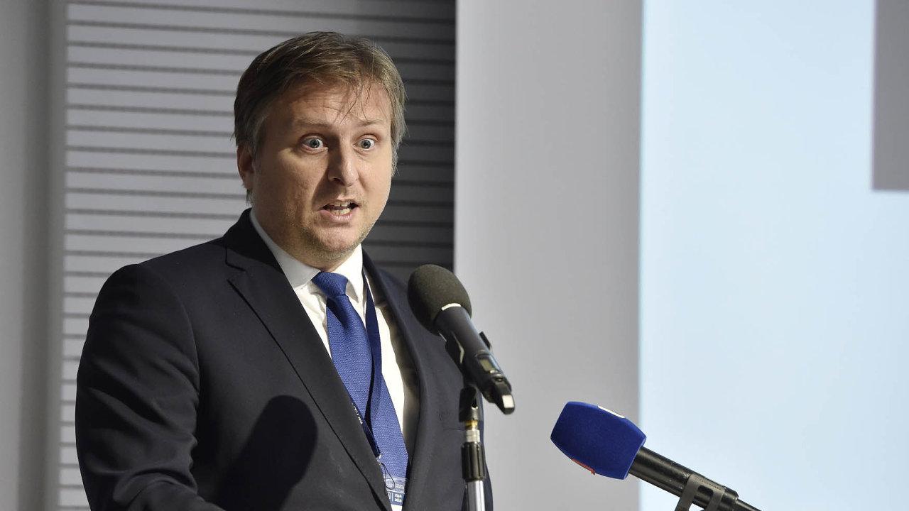 Jan Kněžínek: Spravedlnost se rozhodla k1. lednu 2019 zrušit čtyři sekce, vjejichž čele stojí odborní náměstci–jejich místo tak zanikne.