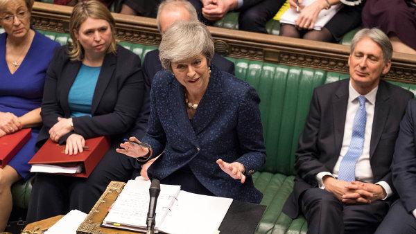 Mayová odrazila vzpouru. Přichází jednání o změně brexitu