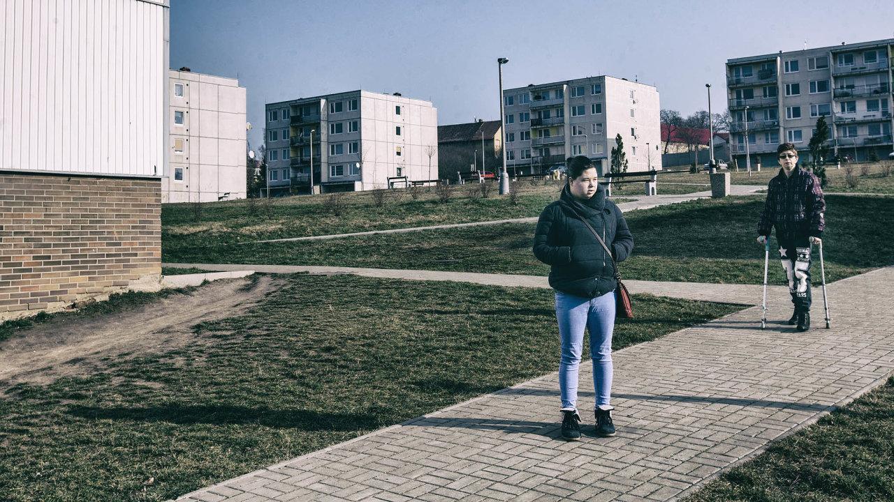 A co dál? Obzvláště v severních Čechách je hodně lokalit postižených chudobou a hojně navštěvovaných exekutory. Na snímku Bečov na Mostecku.