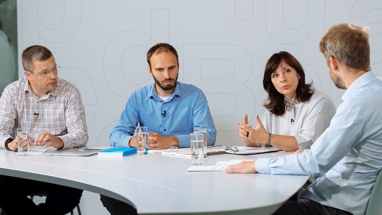 Zleva: Jan Školník, Aleš Kozák, Naděžda Goryczková amoderátor diskuse Tomáš Wehle.
