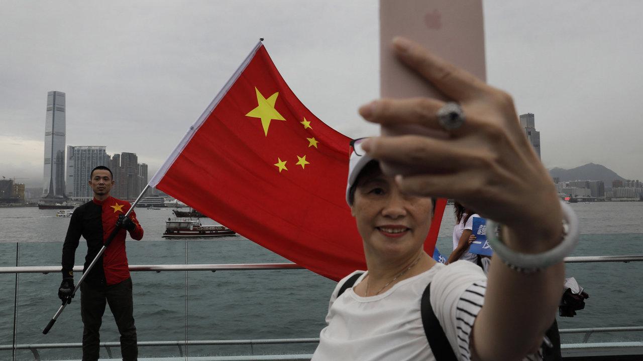 Čína, Hongkong, dezinformace, telefon