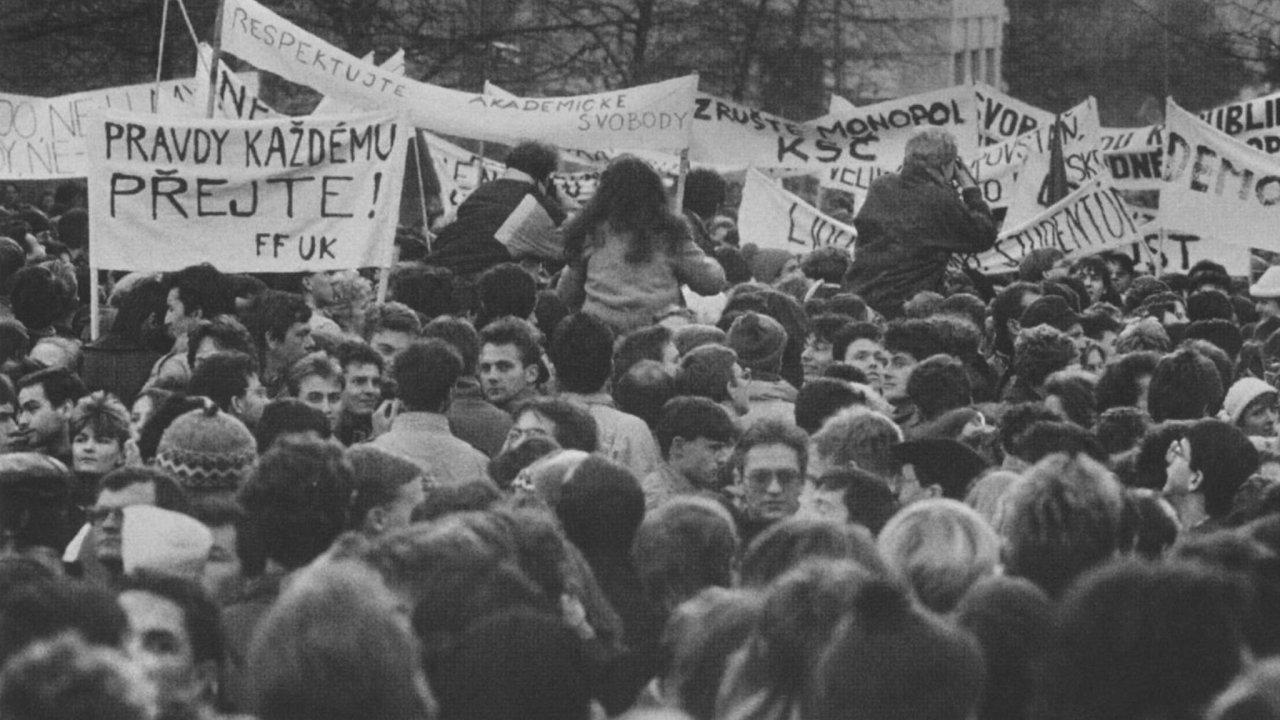 Demonstrace v listopadu 1989 na Albertově.