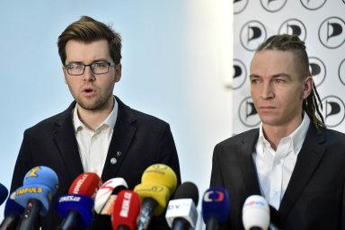 Nebyla to volba Prahy: Ivan Bartoš (vpravo) tvrdí, že setrvání vefunkci Jakuba Michálka nesouvisí spřevahou pražských členů pirátů.
