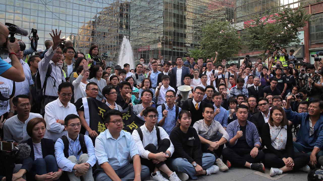 Mluvčí čínského ministerstva zahraničí zdůraznil, že prioritou musí být zastavení násilností aobnovení pořádku vHongkongu.