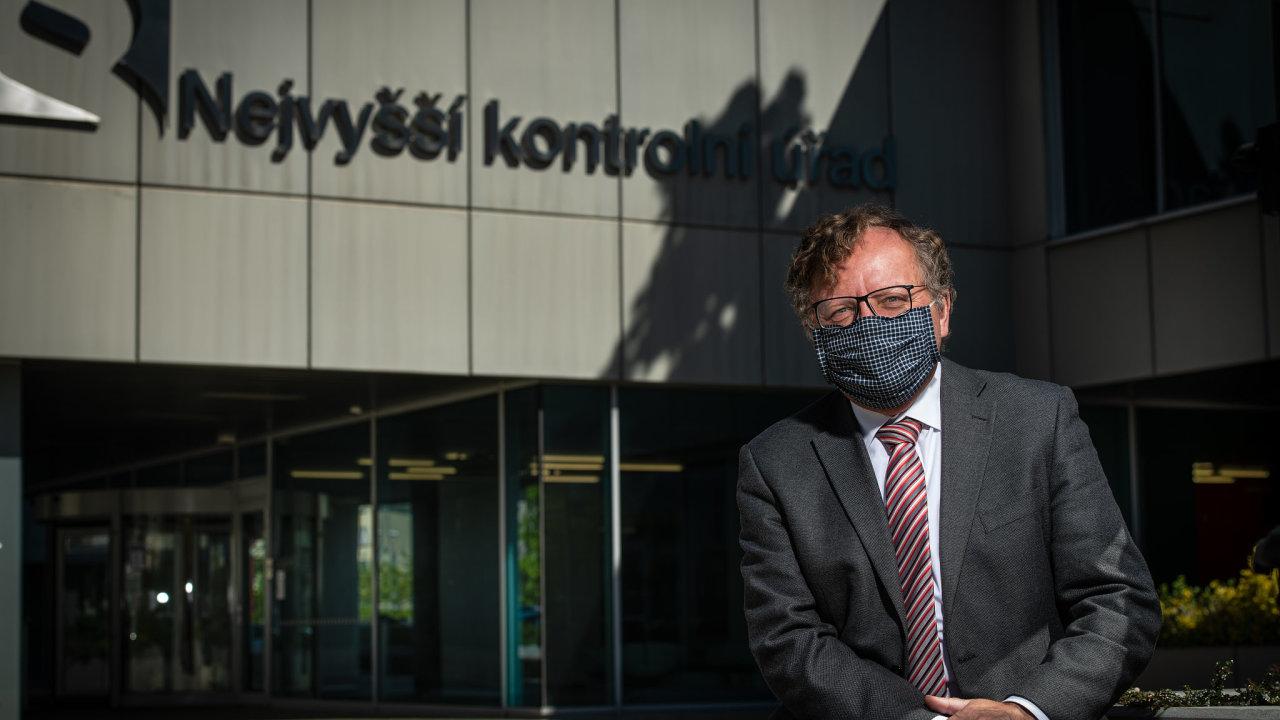 Tvrdá kritika státu přišla ze strany Miloslava Kaly, šéfa NKÚ, v úvodním slovu k výroční zprávě úřadu.