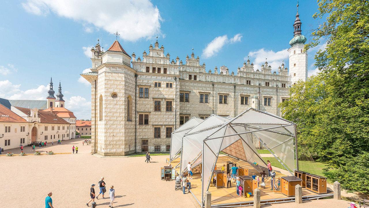 Pavilon vblízkosti litomyšlského zámku si během šesti let oblíbili děti ijejich rodiče. Proč bourat něco, co se osvědčilo?