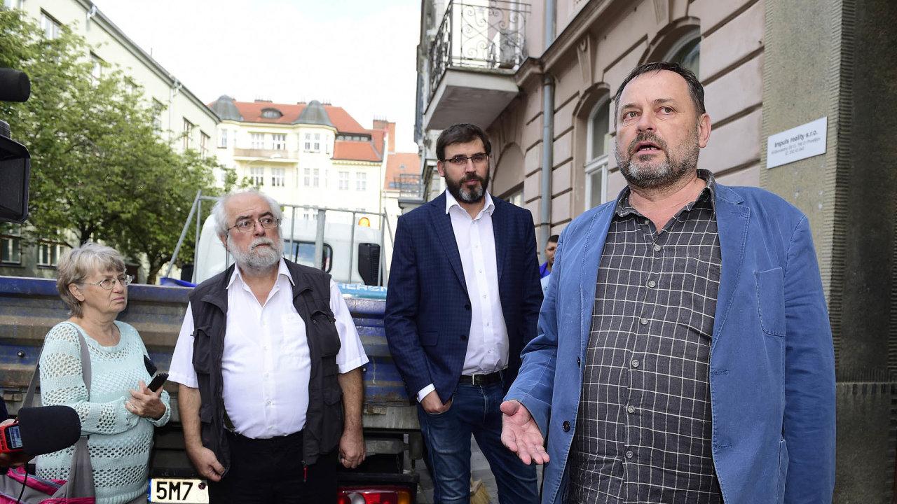Michal Šmucr (vepředu) posílí NKÚ.