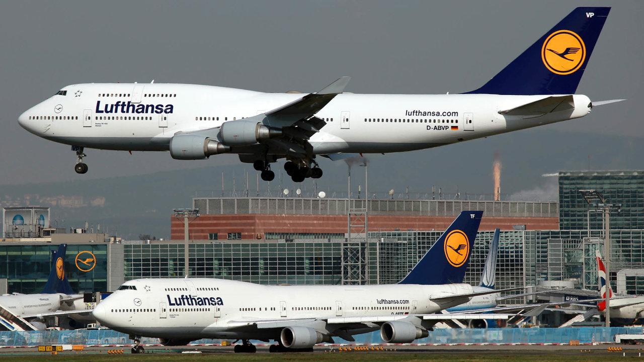 Spolková vláda chce Lufthansu stůj co stůj zachránit. Je klíčová pro cestovní ruch, neboť každý rok přepravuje na dovolenou miliony německých i dalších turistů.