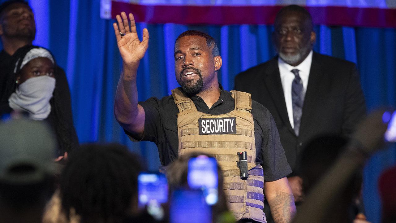 Kanye West během svého prvního volebního mítinku v North Charlestonu v Jižní Karolíně. Během mítinku se dotkl témat od potratů a náboženství až po mezinárodní obchod.
