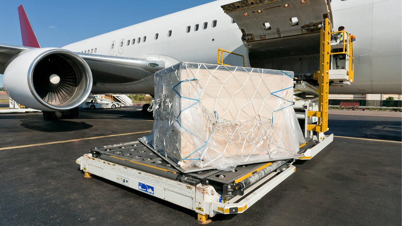 Letecké cargo se normálně vozí především v trupu pasažérských letů.