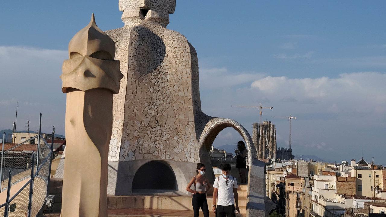 Bez turistů. Barcelona se kvůli pandemii koronaviru potýká spropadem turismu. Podle některých je to šance, jak změnit svůj postoj kmasovému cestovnímu ruchu.