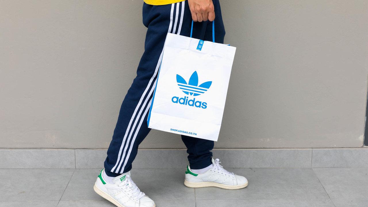 Uhlí nechceme: Adidas adalší firmy vdopise doKambodže naznačily, že země by mohla ojejich zakázky přijít, pokud bude spalovat více uhlí.