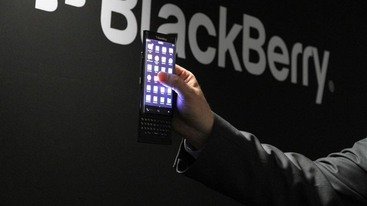 BlackBerry se svou typickou klávesnicí.