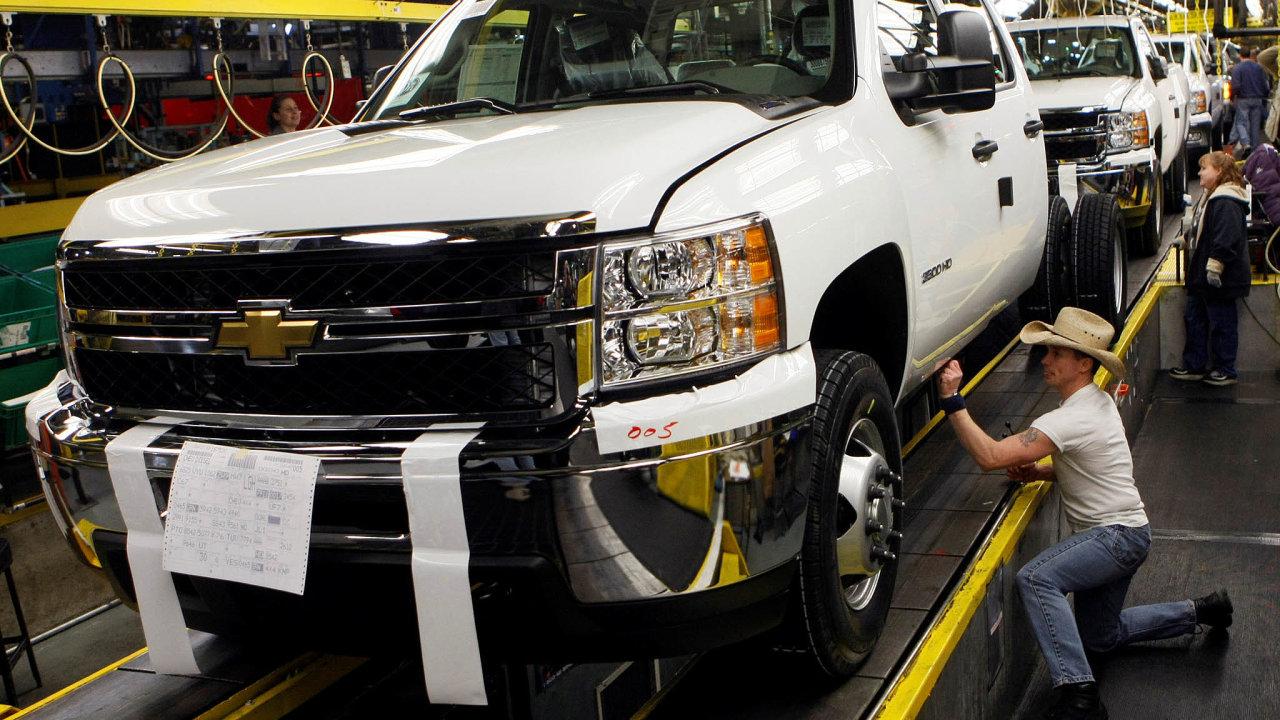 Automobilka GM svolá 5,9milionu SUV apick-upů včetně vUSA populárního modelu Chevrolet Silverado (nasnímku zroku 2011) kvůli potenciálně nebezpečným nafukovačům airbagů.