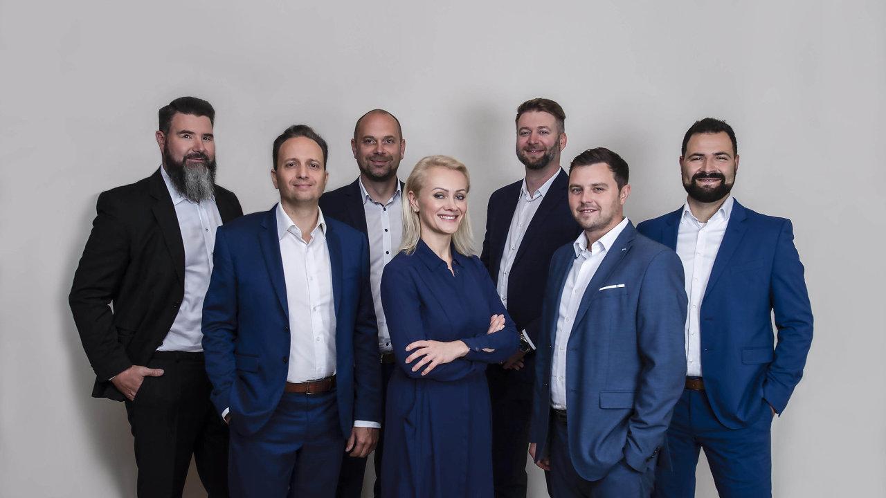 Na snímku zleva doprava jsou: Rudolf Žůrek, Marek Votava, Martin Šumera, Jana Slavíková, Michal Barthell, Marek Sýkora a Ondřej Straširybka.