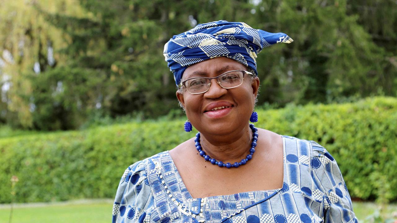 Vnejvyšších sférách. Okonjová-Iwealová nebyla jen nigerijskou ministryní financí, ale také výkonnou ředitelkou Světové banky. Dobře se zná spříslušníky elit pocelém světě.