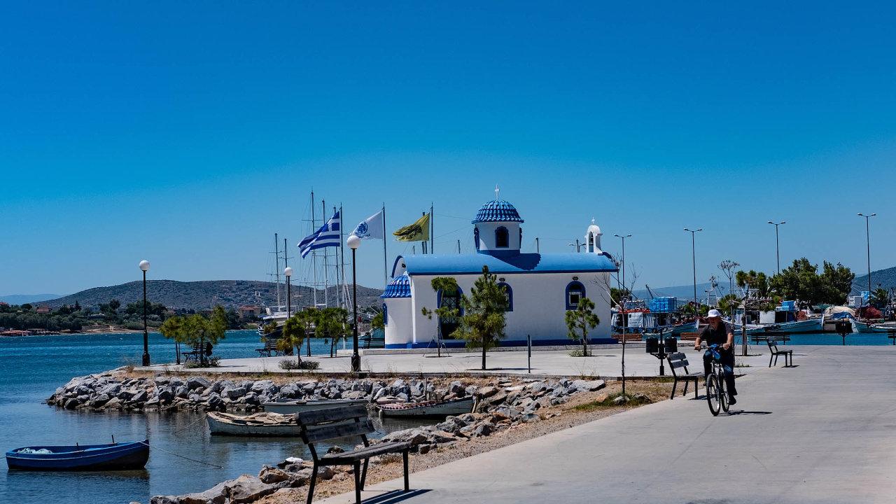 Řecko také láká na pobyty u moře, v turistické sezoně patří k důležitým zdrojům příjmů pro místní ekonomiku.