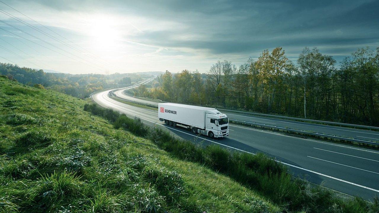 V roce 2000 už byla společnost etablována jako spolehlivý logistický partner pro pozemní přepravy do severských a pobaltských zemí, Rakouska, Nizozemí, Ruska nebo na Ukrajinu (ilustrační snímek).