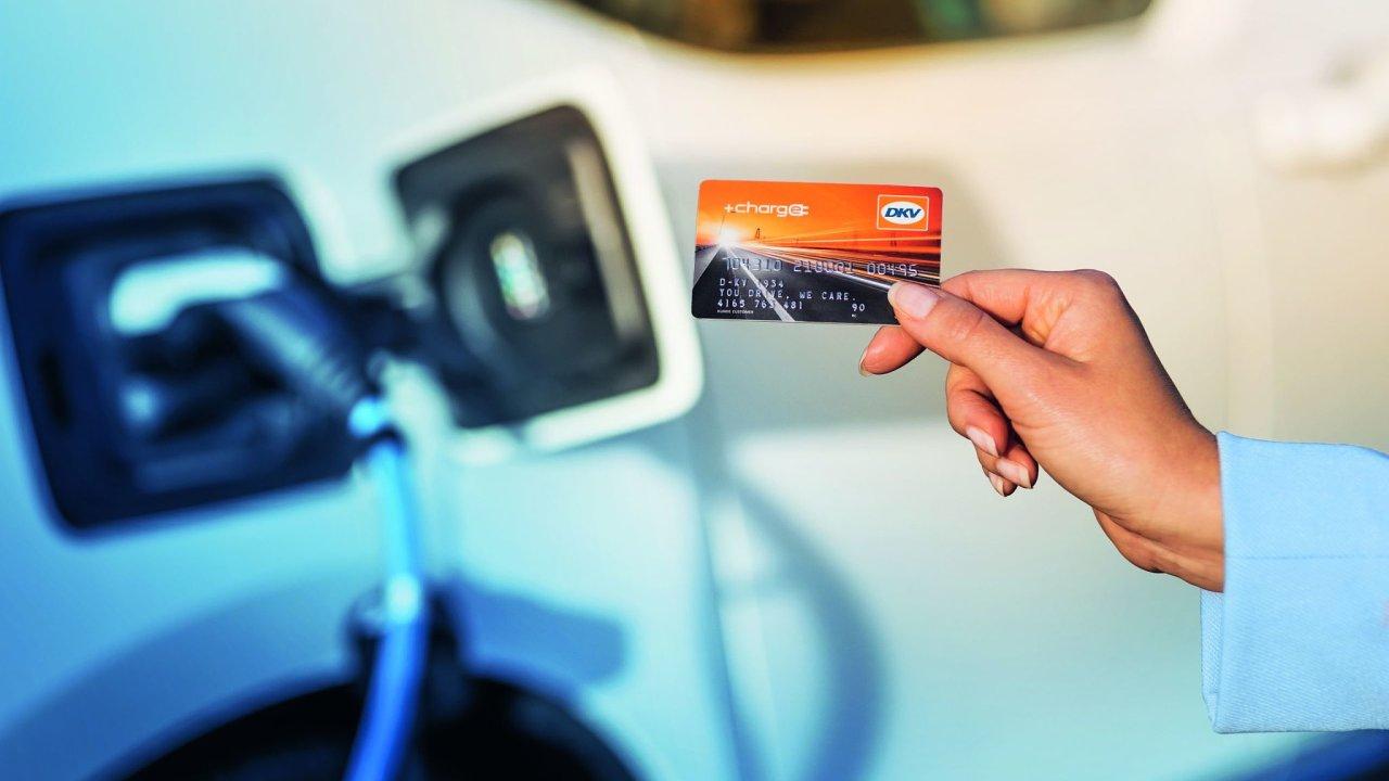 Firemní zákazníci profitují při nabíjení s kartou DKV +CHARGE z automatizovaného vyúčtování od jednoho poskytovatele (ilustrační foto).