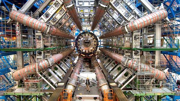 Urychlovač částic LHC ve Švýcarsku