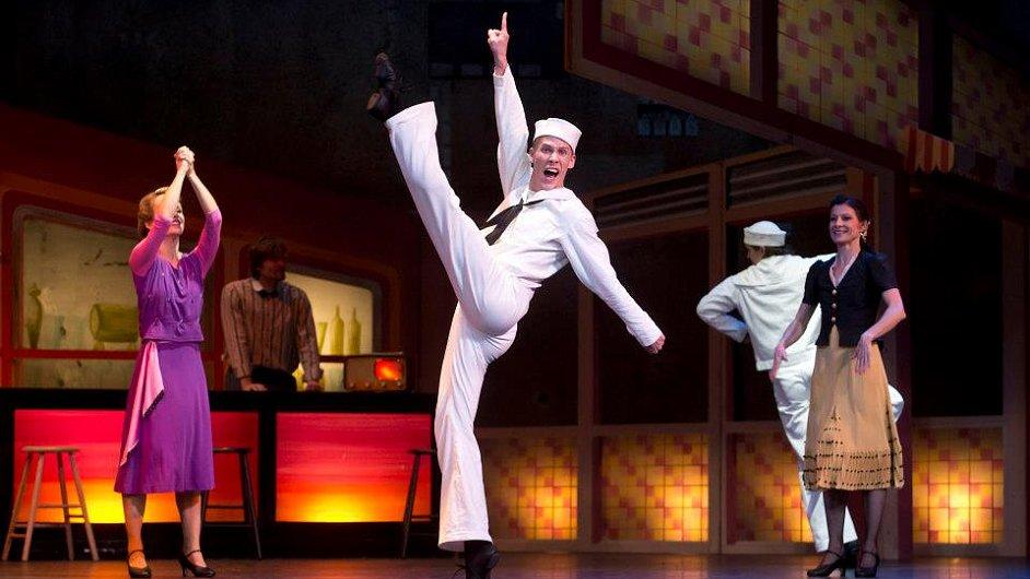 Balet Fancy Free měl premiéru v roce 1944, část z něj zazněla i v Hitchockově filmu Okno do dvora.