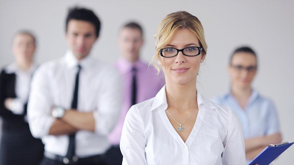 Čím vyšší pozice ve firmě, tím jsou rozdíly mezi platy žen a mužů nižší.