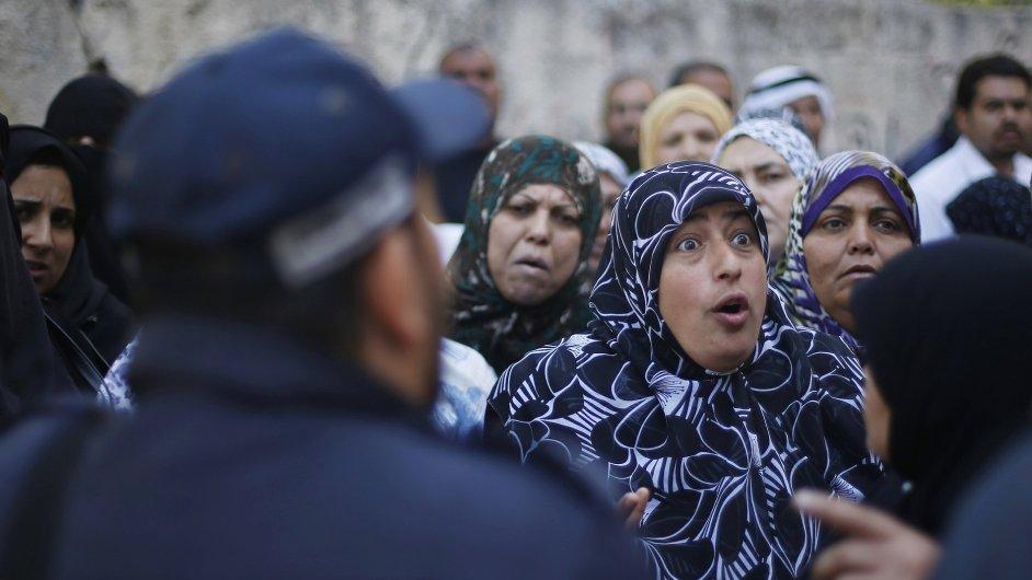 Palestinské ženy protestují v centru UNRWA za zlepšení životních podmínek