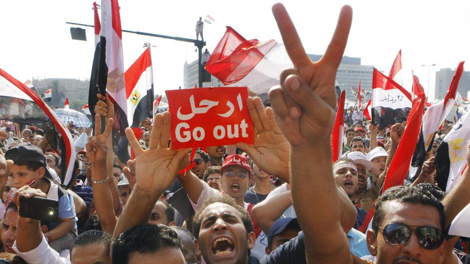 """""""Odejdi"""", křičí lidé na demonstracích proti Mursímu. Egypt, 2.7.2013"""