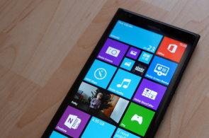 Nokia Lumia 1520 má výkonu nazbyt, fantastický Full HD displej, ale také palec navíc