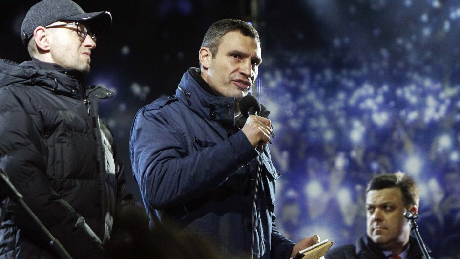 Tváře ukrajinské opozice - Jaceňuk, Kličko a Ťahnybok